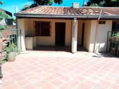 Habitación con baño privado lavatorio y estacionamiento