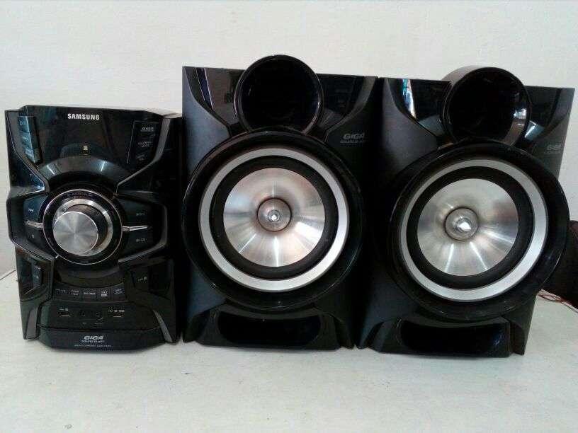 Equipo de Sonido Samsung 8300 watt - 0