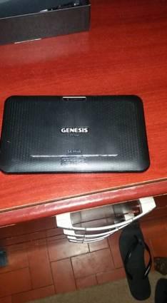 Tablets Genesis a wif con cargador auricular y cables