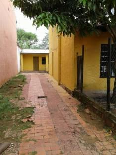 Pieza con baño compartido en San Lorenzo
