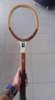 Raqueta de tenis antigua firmada por Victor Pecci