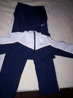 Conjunto de buzo Nike original talla M