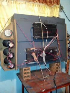 Caja acústica para auto