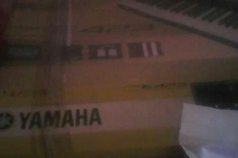 Organo yamaha 423 con pedestal