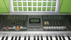 Teclado y guitarra Yamaha
