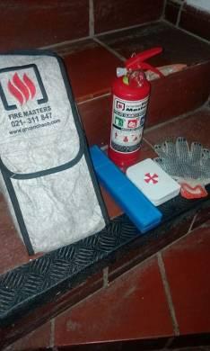 Estinguidor baliza cajita de auxilios y guantes
