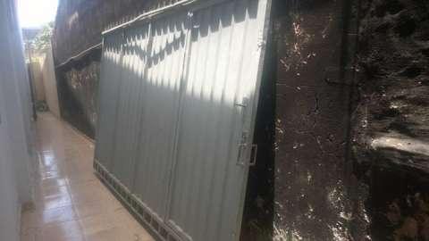 Portón de metal 240x390
