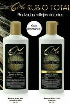 Shampoo y enjuague de pelo rubio