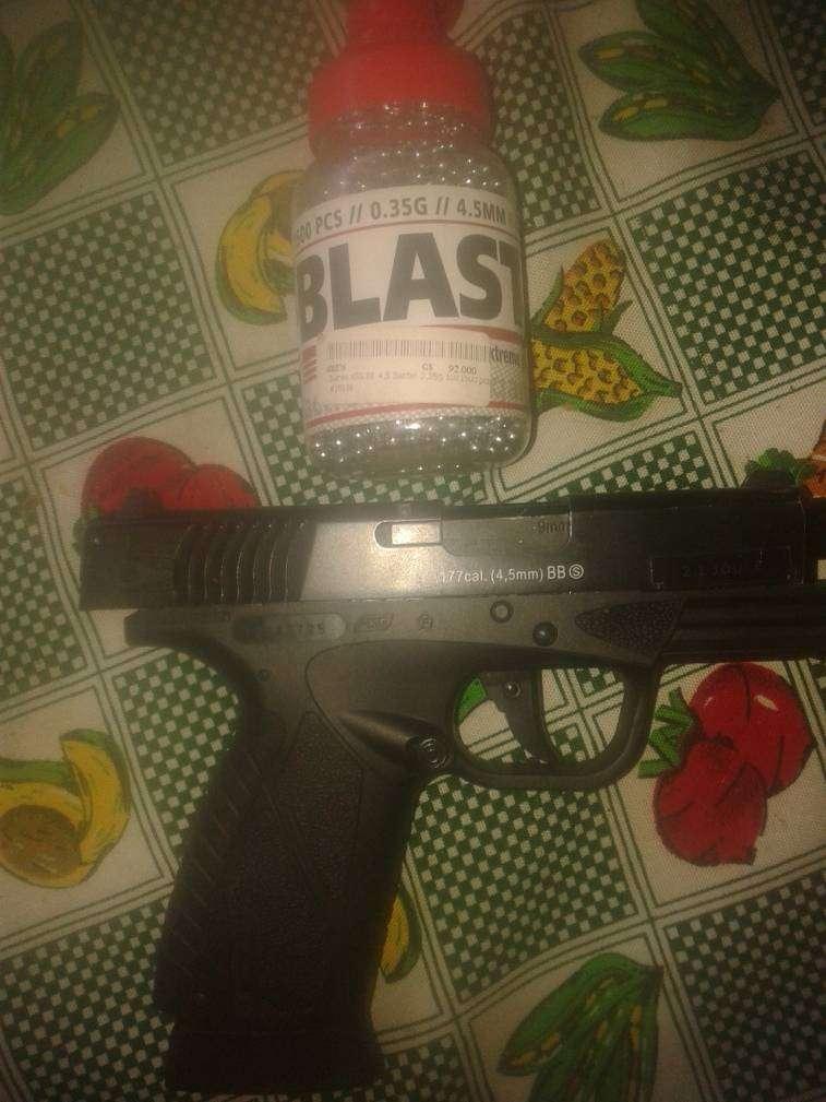 Pistola Bersa 9mm con CO2 aire acomprimido - 0