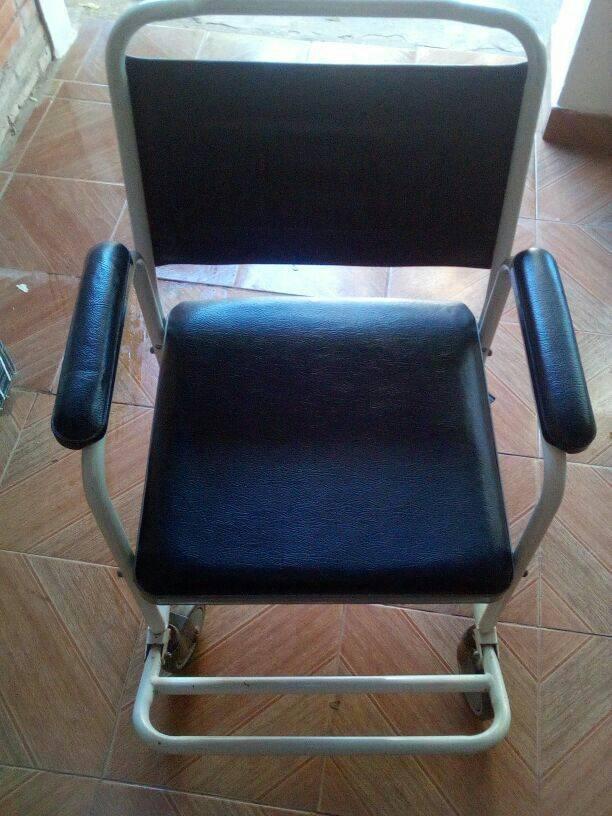 Silla sanitaria para enfermo roque gustavo for Sillas wc para enfermos