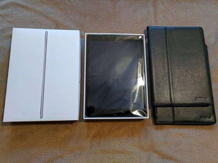 iPad Air 2 128GB en caja, con 2 forro inteligente de cuero. - 2