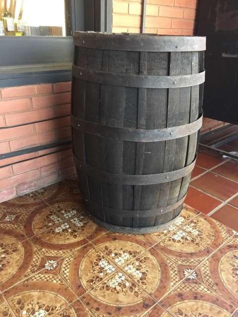 Barril antiguo utilizado para hacer caña