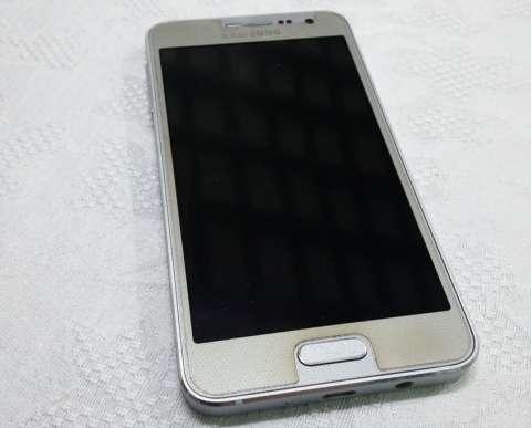 Samsung Galaxy A3 color plata