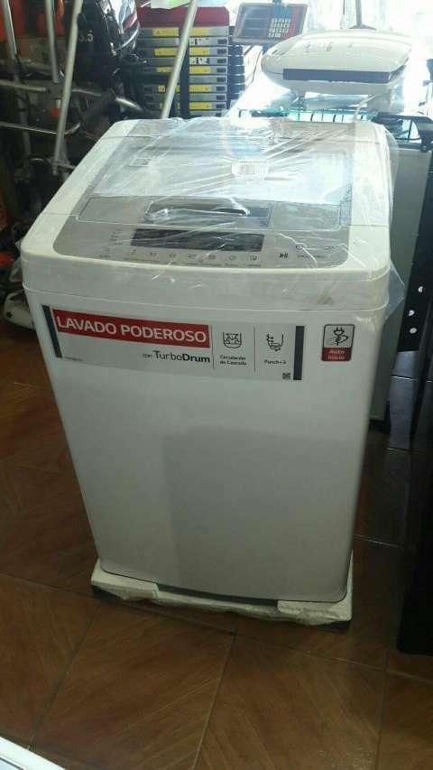 Lavarropas automático LG de 9 kilos - 0