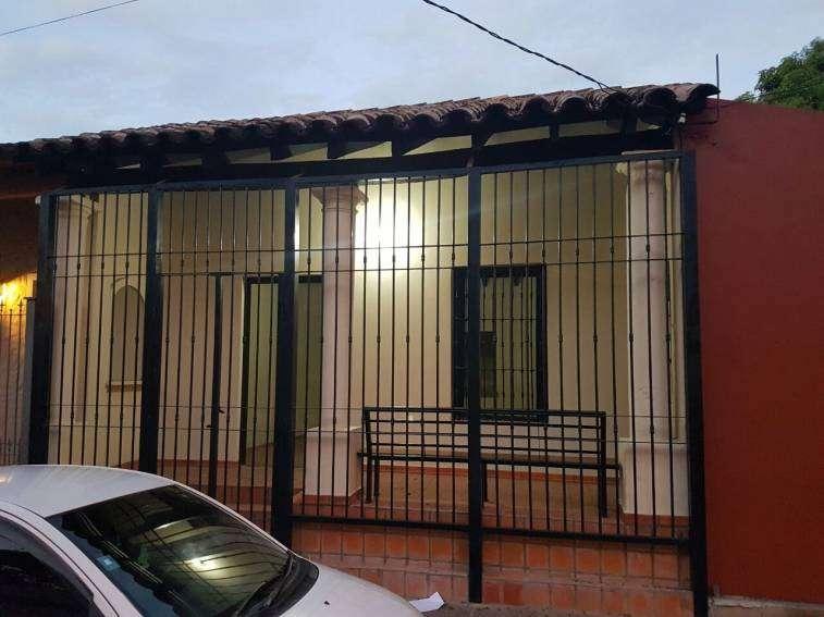 Casa en San Lorenzo. A una cuadra de la municipalidad - 1
