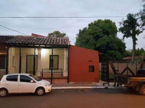 Casa en San Lorenzo. A una cuadra de la municipalidad