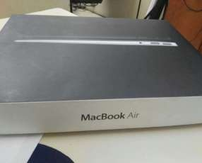 MacBook Air A1369 13.3 con caja y manual