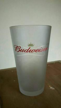 Vaso de Budweiser en caja y otros vasos