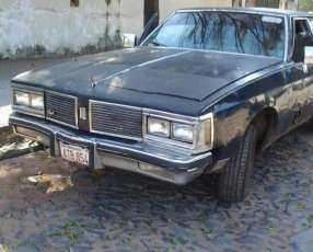 GM Oldsmobile Delta Royale 88 del 1981 motor V8 5.7 original