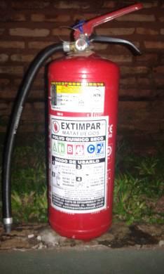 Extintor ABC 6 Kg soporte y baliza