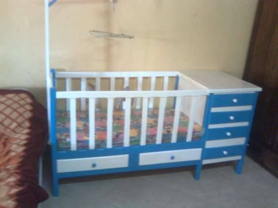 Cuna de madera con colch n r2016 id 361061 for Cunas para bebes de madera