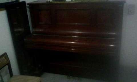 Piano F.L Neumann Hamburg