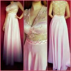 Vestido rosa pálido largo