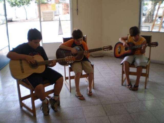 Clases de Guitarra Arpa y Vocalización - 1