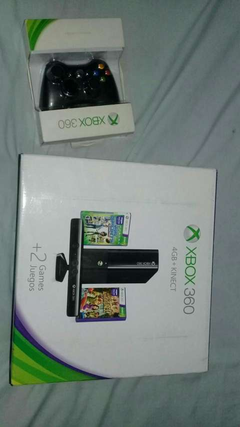 Xbox 360 4 Gb + Kinect + 2 Controles