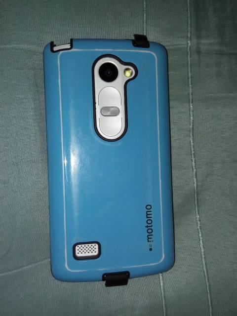 LG Leon 4G con accesorios