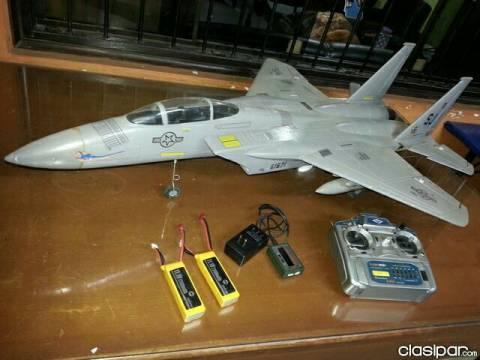 Avión a control