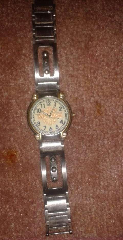 Reloj legítimo de colección línea Motor Harley Davison Cycle