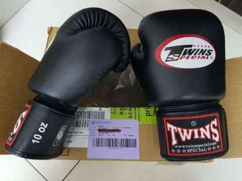 Guantes de Muay Thai Boxeo Twins Special 10oz