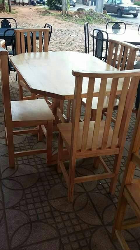 Juego de comedor de cuatro sillas noelia for Comedor cuatro sillas