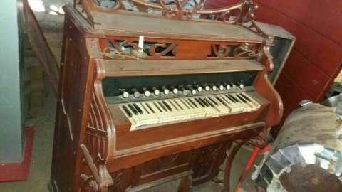 Organo antiguo de iglesia