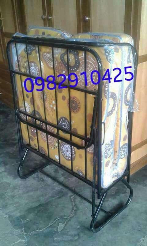 Cama plegable de metal con colchón - 1
