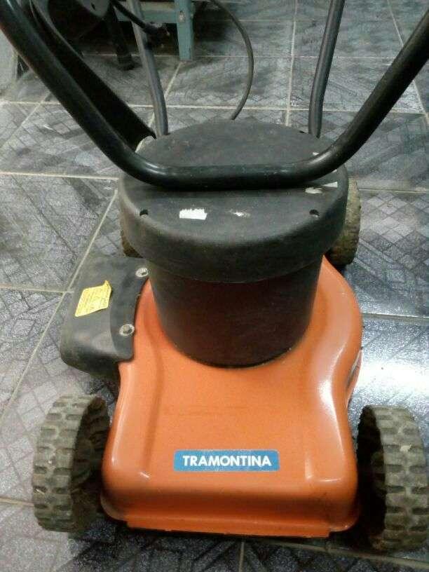 Máquina para cortar pastos Tramontina