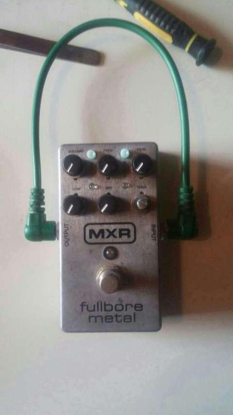 Pedal de distorsión MXR Fullbore metal