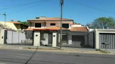 Residencia a cuadras de Boggiani y República Argentina
