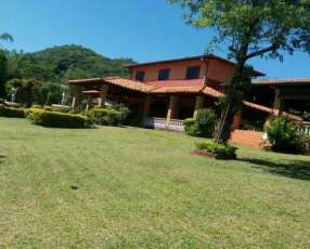 Casa quinta Azcurra Caacupé