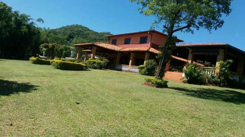 Casa quinta EN CERRO Azcurra Caacupé PARAISO - 0