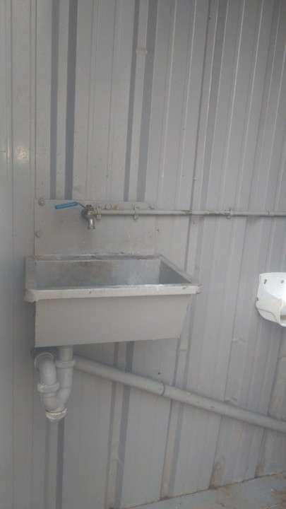 Baño metálico portátil