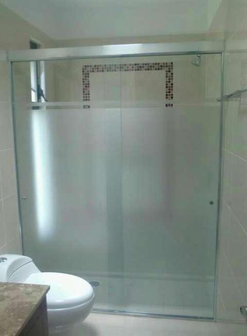 Mampara para baño de vidrio blindex arenado rayas de 8mm - 2
