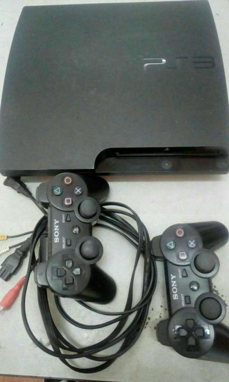 Playstation 3 con dos controles