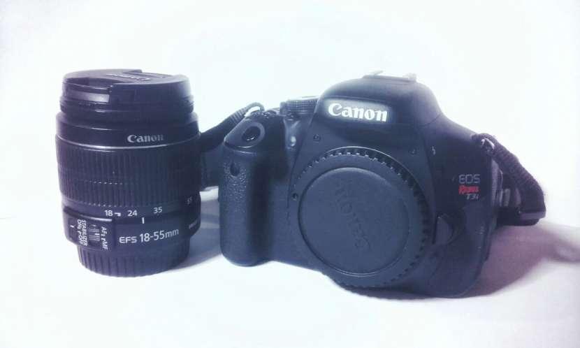 Cámara Canon T3i 600D y accesorios
