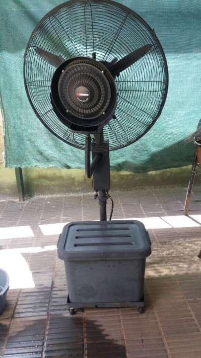 Ventilador humidificador industrial de pie Consumer - 0