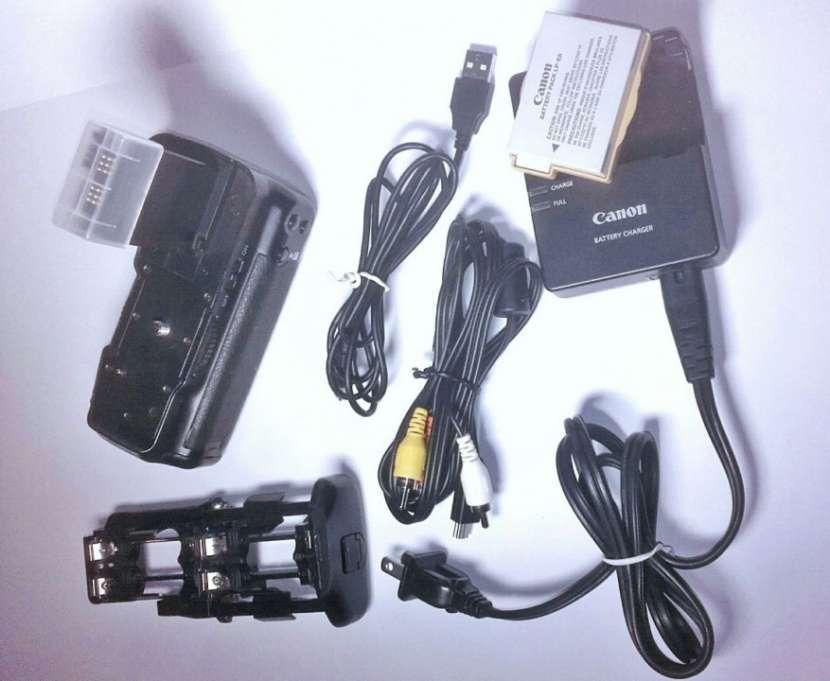 Cámara Canon T3i 600D y accesorios - 2