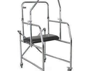 Andador bipedestador axilar para persona en rehabilitación