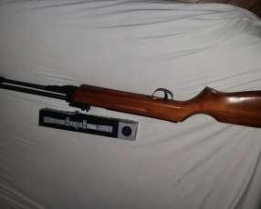 Rifle aire comprimido con mira telescópica y sin encaste