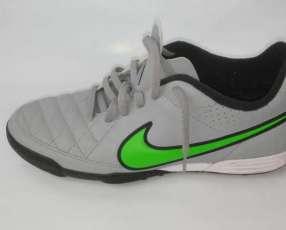 Botin original Nike Tiempo 2015 calce 40